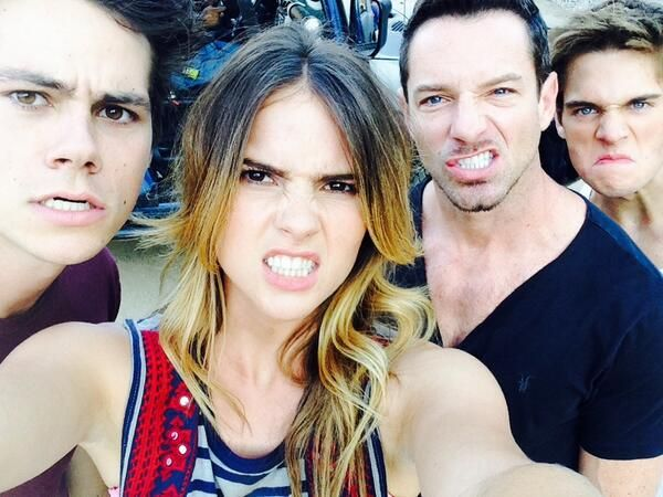 Dylan O'Brien, Shelley Hennig, Ian Bohen and Dylan Sprayberry on the set of Teen Wolf! Cutiees