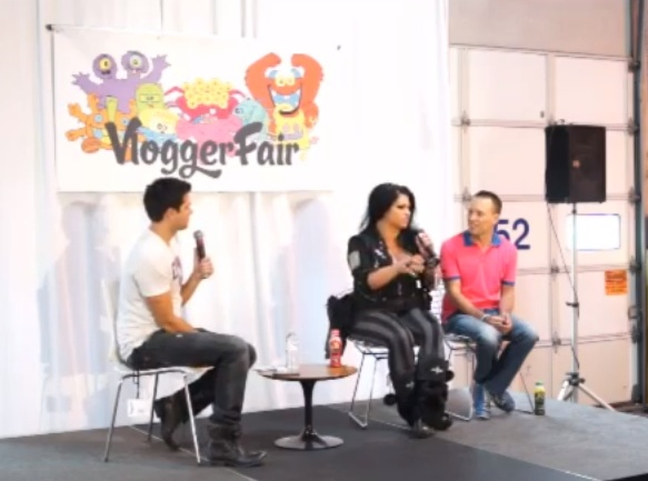 Talking about vlogging with @The Samantha at VloggerFair 2013