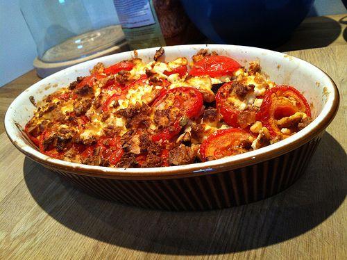 Vandaag eens een lekker vegetarisch Grieks receptje waar weinig werk aan is. Laat je niet misleiden door de bereidingstijd van een uur en drie kwartier, want hierin zit een half uur zouten van de aubergine en een uurtje oven. Je kan dit ook gerust op voorhand klaarmaken en in de ijskast bewaren. Het is een…