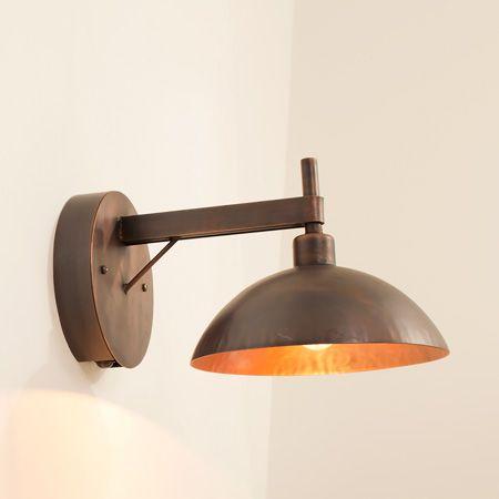玄関灯におすすめの人感センサー照明は、和洋問わずお使いいただけます。