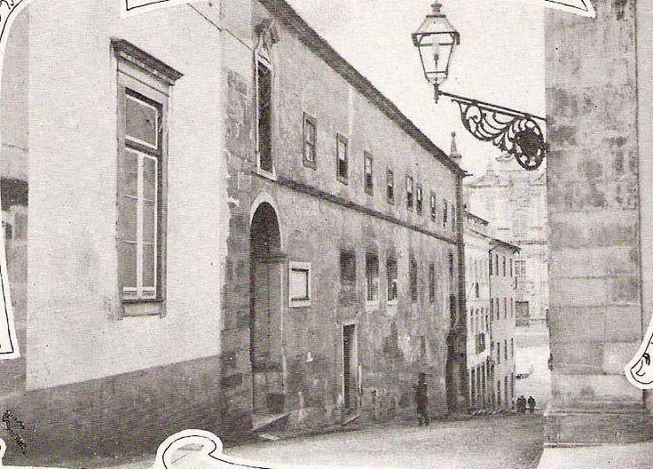 Fachada principal do Colégio de São Boaventura, demolido em 1949 para dar lugar à nova Faculdade de Letras, onde funcionou a última Cadeia da Universidade de Coimbra no período compreendido entre 1834-1910.