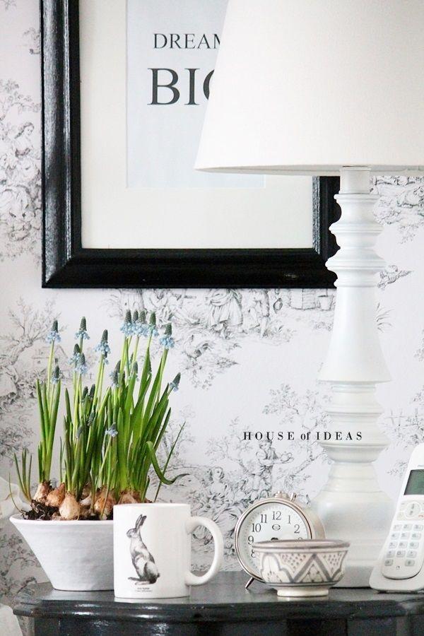 Easter Accents - Black and white details in the bedroom & Yatak Odası'nda Siyah ve Beyaz Detaylar