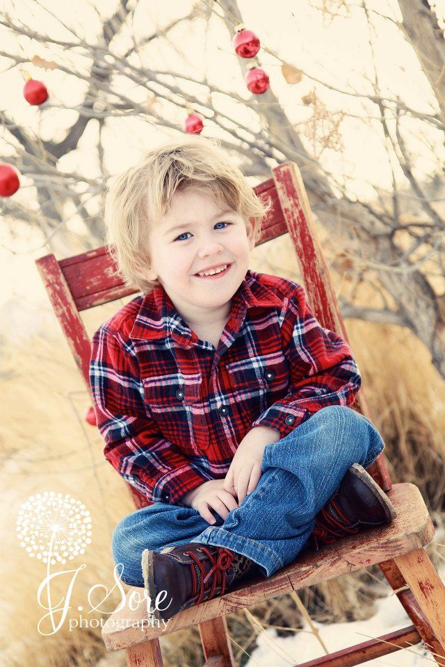 Cutest little boy and great idea for outside Christmas pictures:)