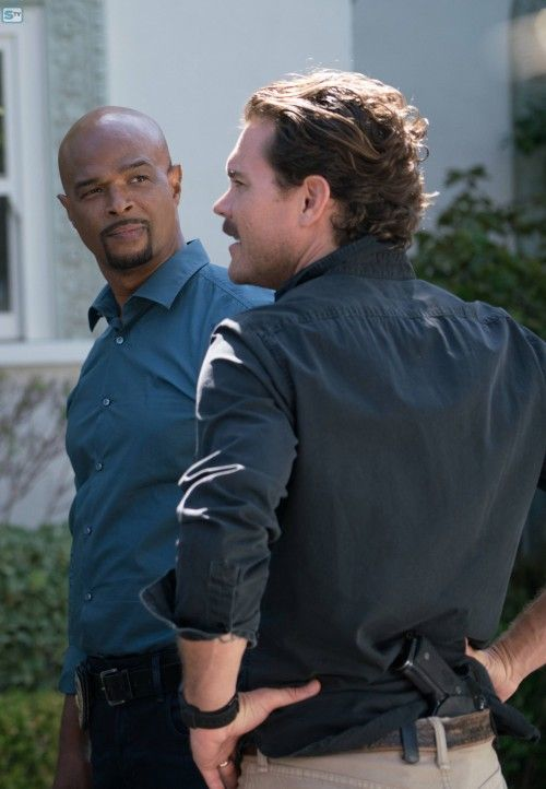 """LETHAL WEAPON: Pictured L-R: Damon Wayans and Clayne Crawford in the """"NAME"""" episode of LETHAL WEAPON - SpoilerTV Backup Gallery"""