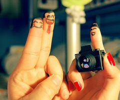 This is so cute!  The finger photographer!