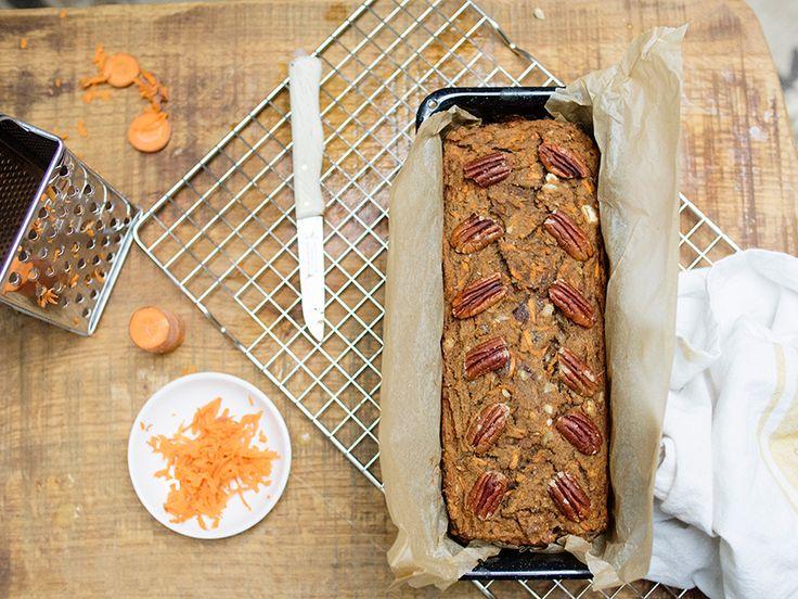 Ben jij, net als ik, ook zo'n fan van bananenbrood? Dan is dit recept met een oranje twist echt iets voor jou! Een heerlijk baksel wat binnen no time klaar is en bomvol zit met powerfood. Wat wil je nog meer? ; ) Tip: Krijg je 'm niet op? Snijd de loaf in plakken en… Read More »