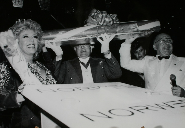 Coronation Street's Bet & Alec Gilroy (Julie Goodyear & Roy Barraclough) with their bar of Coronation Rock as they switched on the Blackpool Illuminations in 1990