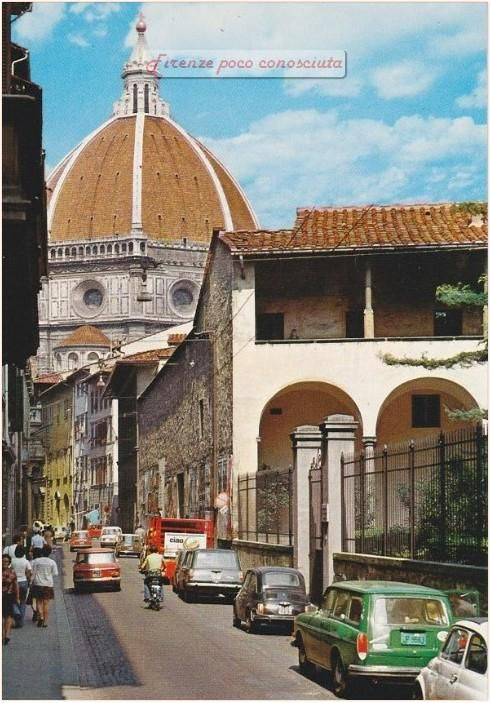 Via dell'Oriuolo, anni 70(?) quando il traffico strangolava e soffocava il centro con gli scarichi delle automobili,