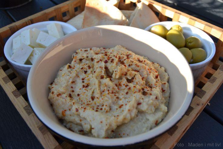 Min bedste opskrift på en lækker og cremet hummus. Spis den fx som dip sammen med en masse grønsager i stave og lækre, lune pitabrød.