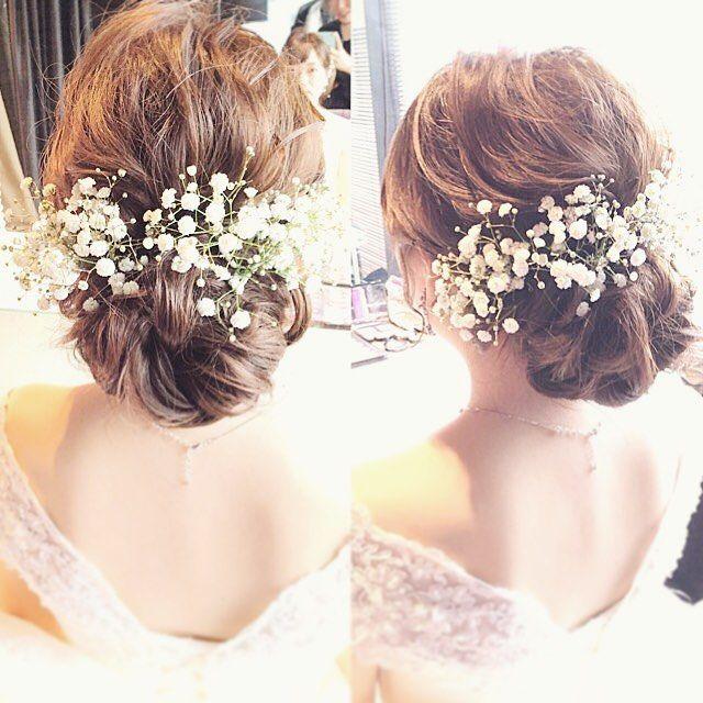 かすみ草のヘアアクセサリーが可愛いブライダルヘアまとめ | marry[マリー]