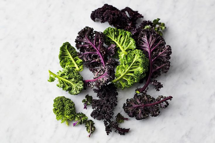 Healthy kale recipes with kale that celebrate this hearty vegetable in a mixture of broths, pasta, stew and even muffin recipes