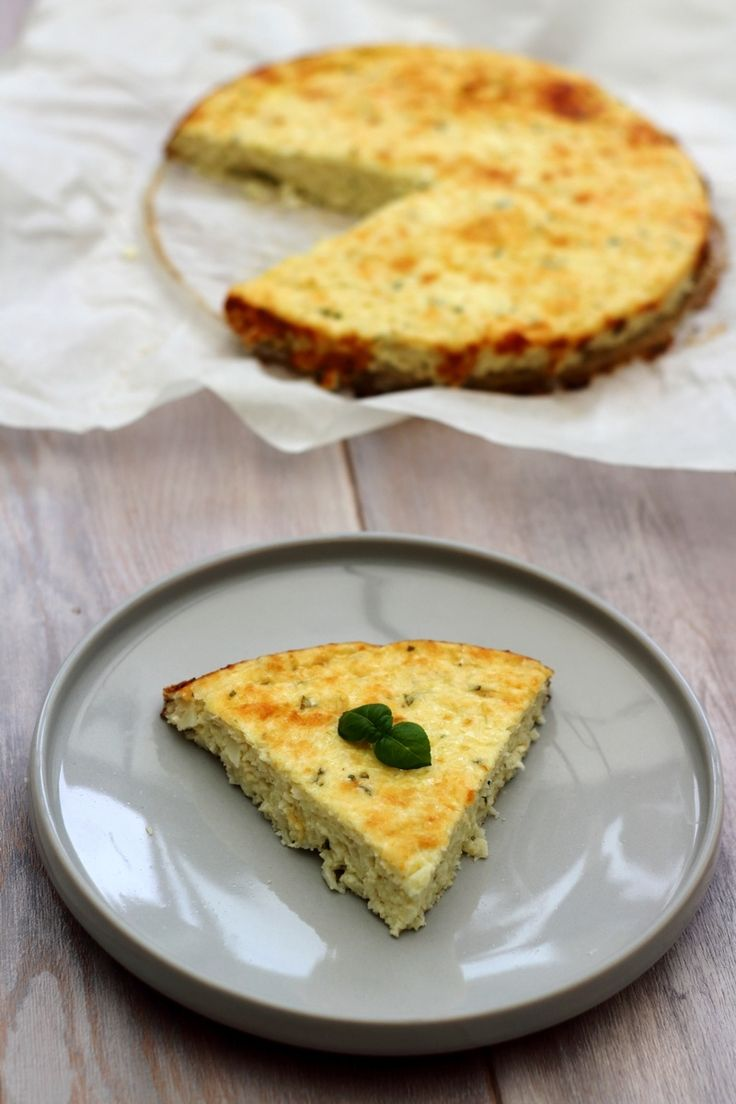 Je vous propose un cheesecake salé, au chou-fleur, fromage blanc et parmesan, bien moins calorique que son cousin sucré ;-) Vous pouvez déguster ce gâteau salé en accompagnement, dans ce cas là il sera plutôt pour 6 personnes car assez rassasiant, ou...