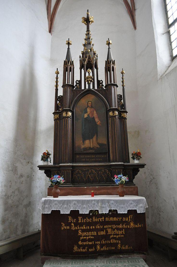 Altarul bisericii evanghelice