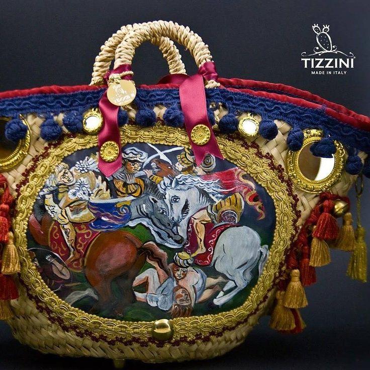 La moda, a Catania, ha il fascino della tradizione sicula e l'essenza di quei simboli che l'accompagnano, grazie ad un'artista che li utilizza per impreziosire le sue creazioni rendendo nota in tutto il mondo la peculiarità del folclore siciliano. Oggi è il momento di fare una chiacchierata con… Tiziana Tizzini. E' quasi impossibile non scorgere, passeggiando per …