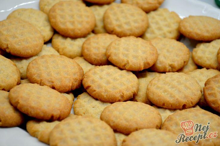 Zvykla jsem péct tyto sušenky hlavně když se k nám chystala návštěva. Někdy dříve jsem takové máslové sušenky kupovala z obchodu a po objevení tohoto receptu je peču doma. Mandlové nebo oříškové nebo s přídavkem kakaa či čokolády jsou prostě dokonalé. Návštěva si napoprvé myslela, že jsem objevila novou značku v obchodě :D Autor: Lacusin