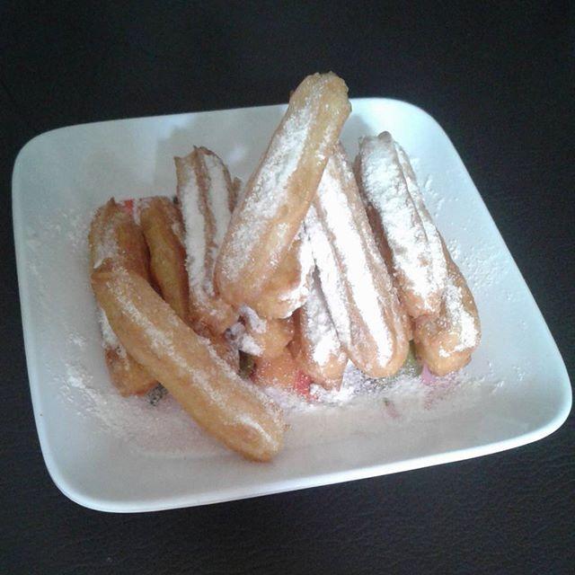 Dapet kiriman Churros dari @dyahlarvin..thanks Mah 😊 Endolita 😄 #churros #homemade #by #dyahlarvin #nomnom #delicious