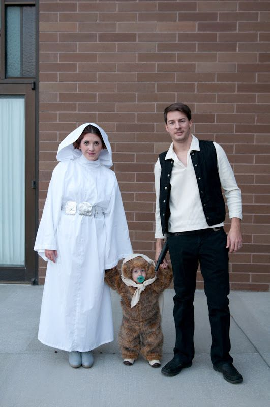 a Star Wars family halloween -- @Holly Munson, please, please do this and I'll sew any of it  :)