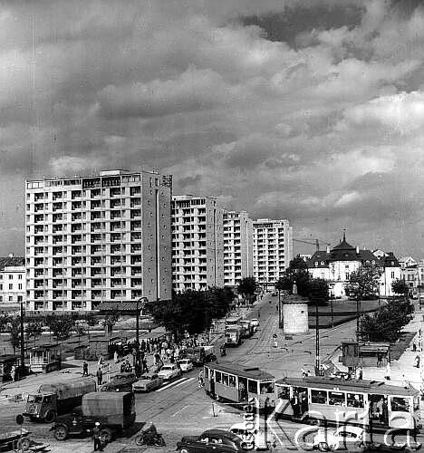 Sierpień 1962, Warszawa. Ruch uliczny na Placu Dzierżyńskiego.