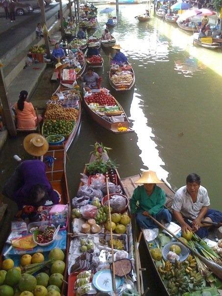 Float Market in THAILAND!!