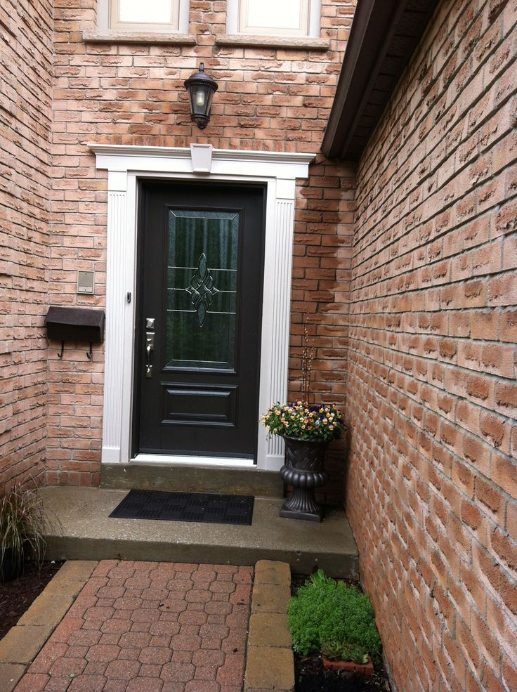Are you looking for a new door in Burlington? Call us now: (905) 681-9000. A door is more than an entrance. It's a statement to reflect who you are. An entry can significantly enhance the curb appeal of your home. A dayside door properly constructed and installed can improve your energy efficiency