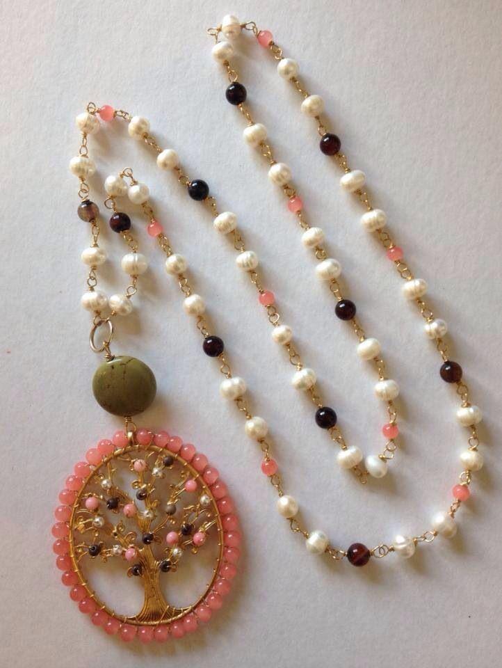 Collar perla jade, y turquesa en chapa de oro con dije árbol de la vida $650.00