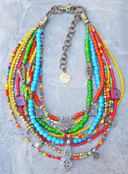 Bracelet à breloques bohémien avec perles et médiums exotiques combinés colorés