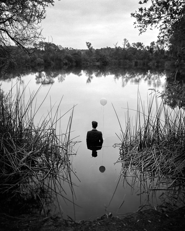 Ce Photographe Illustre sa propre Dépression avec des Autoportraits Poignants