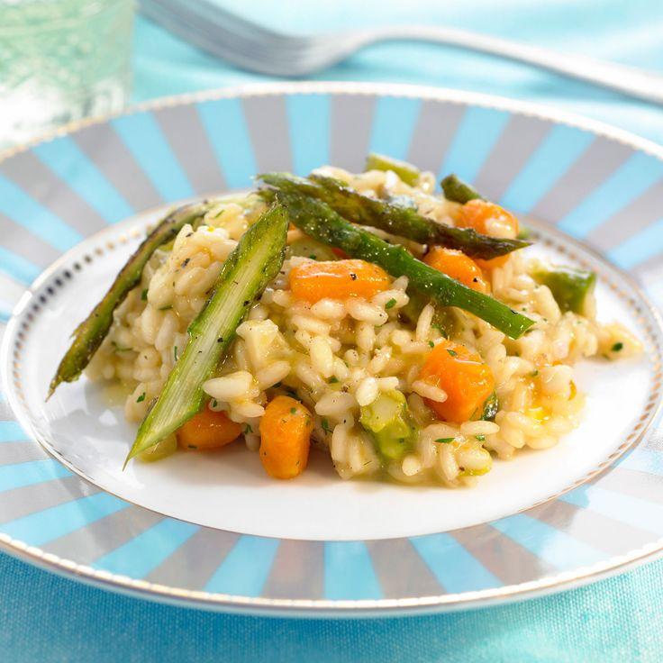 Découvrez la recette Risotto aux asperges et petits légumes sur cuisineactuelle.fr.