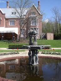 Salle de réception et de mariage, le Manoir Rouville-Campbell vous propose aussi des forfaits hébergement et hôtel. Rendez-vous dans un endroit unique!