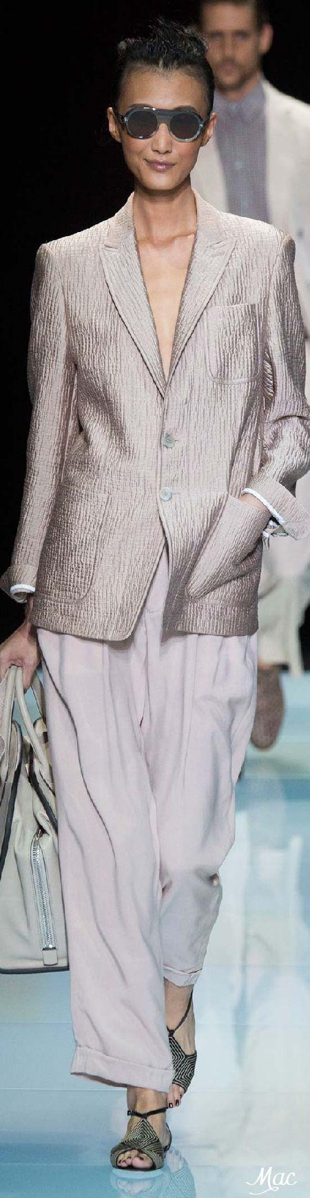 Summer workwear perfection. Giorgio Armani Spring 2016 | www.bold-in-gold.com   #boldingoldblog