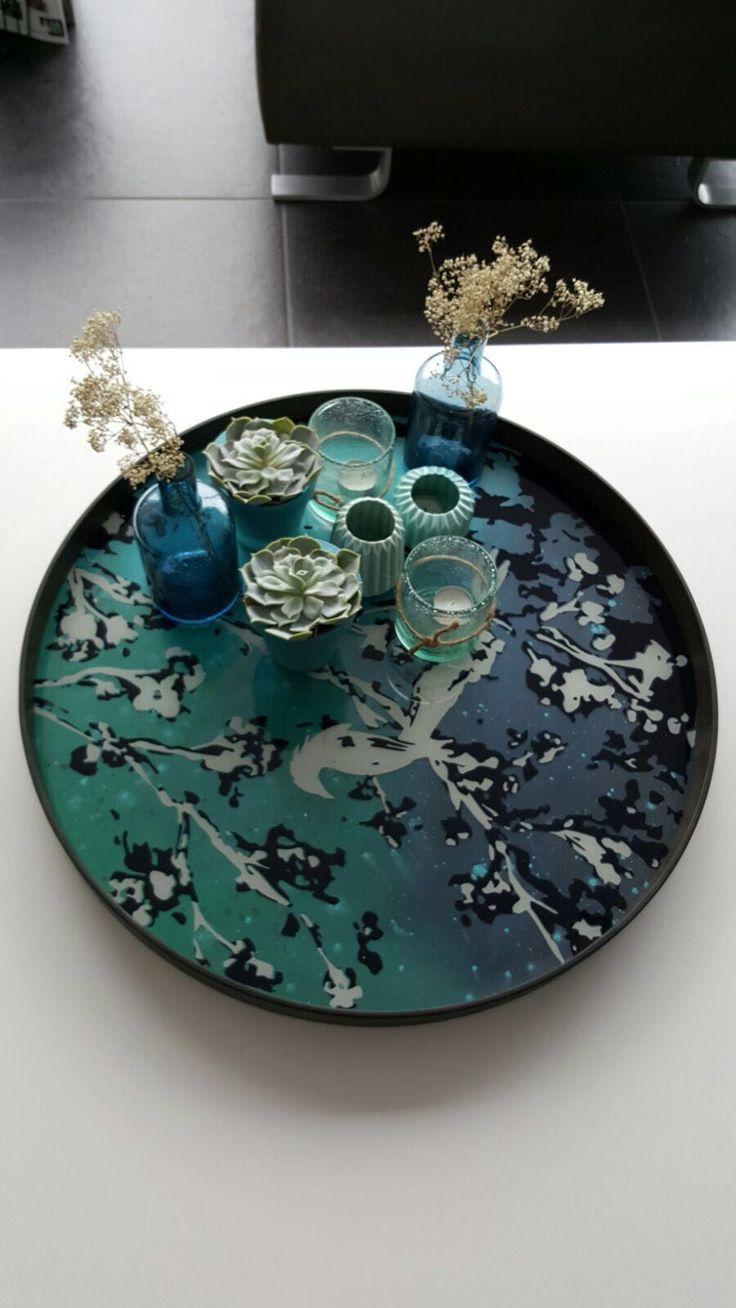 Deze klant kocht een prachtige exotische schaal van Notre Monde, blauwe vaasjes van ComingB, een muntgroen setje van House Doctor en maakte daar deze mooie setting van op haar salontafel.