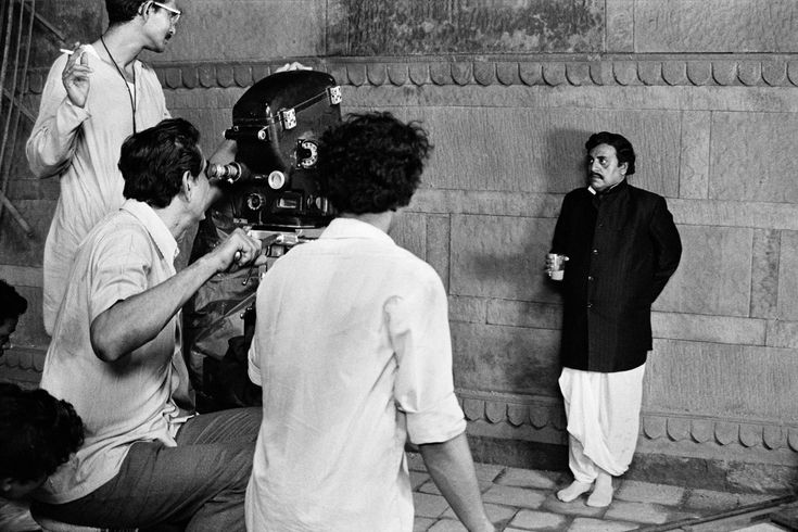 Utpal Dutt being captured