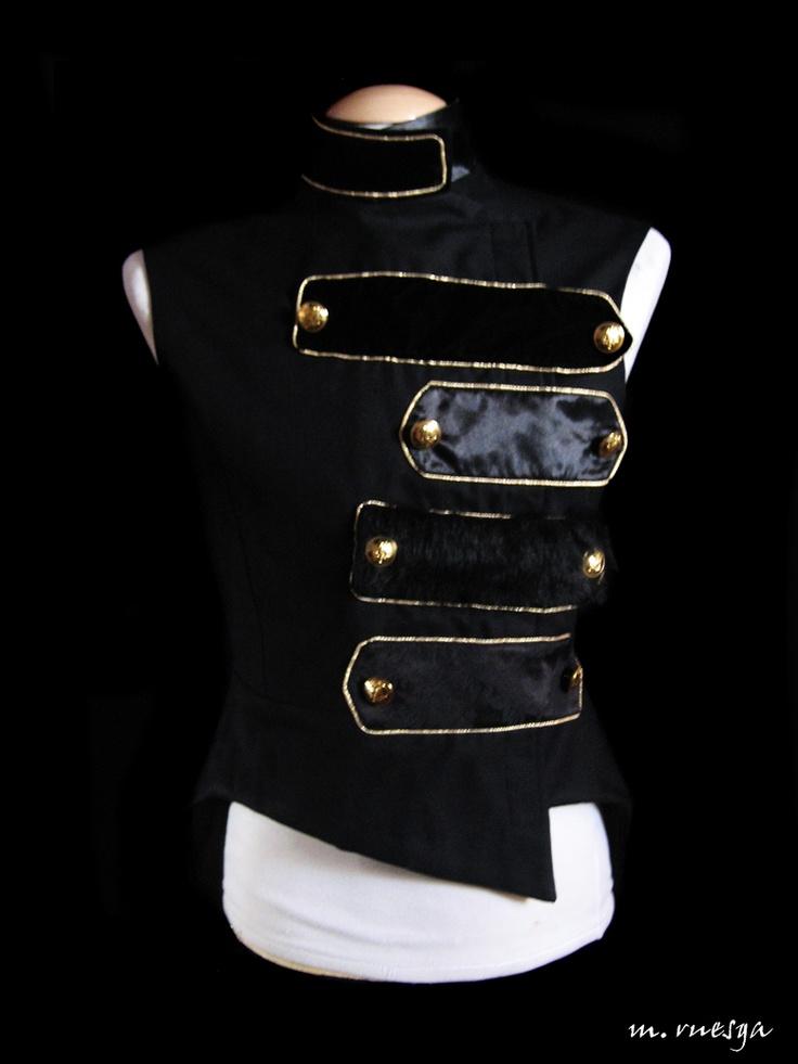 Diseño de vestuario para el mago Héctor por Margarita Ruesga, diseñadora de Maggie Plumcake.