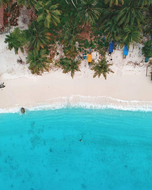 Pulau Asu Nggak Cuma Cakep Dilihat Dan Dinikmati Dari Bawah Pemandangan Dari Udara Pun Juga Gak Kalah Keren Kira Kira Apa Yang K Outdoor Outdoor Decor Decor