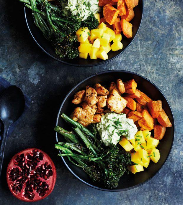 Denne ret med kylling er et hit på middagsbordet, fordi den er sjov at spise og nem og hurtig at tilberede. Den krydrede kylling får et ekstra pift af den søde mango. Perfekt hverdagsmad!