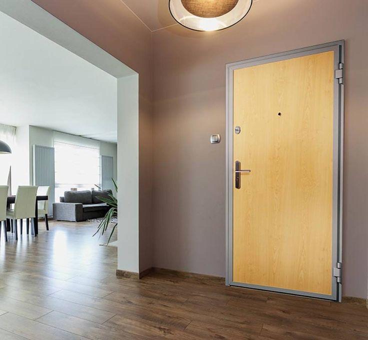Die größte Mauerwerksöffnung in einem Raum ist stets die Zimmertür. Als unverzichtbarer Bestandteil der Funktionalität jedes Zimmers ermöglicht sie das Verschließen des Durchgangs und damit die Abgrenzung des betreffenden Wohnraums gegenüber den übrigen Räumen eines Hauses oder einer Wohnung. Die Zimmertür gewährleistet den Wärme-, den Schall- und den Brandschutz in einer Wohnung und dient zugleich durch die Gestaltungsmöglichkeiten von schwenkbarem Türblatt oder Türflügeln als ganz…