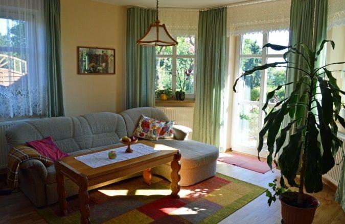 """Wohnzimmer der Ferienwohnung """"Zum alten Pfau"""" im Ostseebad Göhren auf der Insel Rügen  #fewio #ferienwohnung #ruegen #goehren #ostsee #urlaub #ferien #unterkunft #ostseebad"""