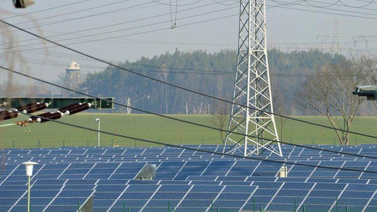 Stresstest Sonnenfinsternis: Sofi kostet Stromkunden 3,5 Millionen Euro. - Aufatmen bei den Betreibern: Die partielle Sonnenfinsternis in Deutschland hat die Stromnetze nicht zusammenbrechen lassen. Vorsorglich hatten Aluminumhütten ihre Produktion gedrosselt. Zudem sprangen Pumpspeicherwerke an.  - n-tv.de 20. März
