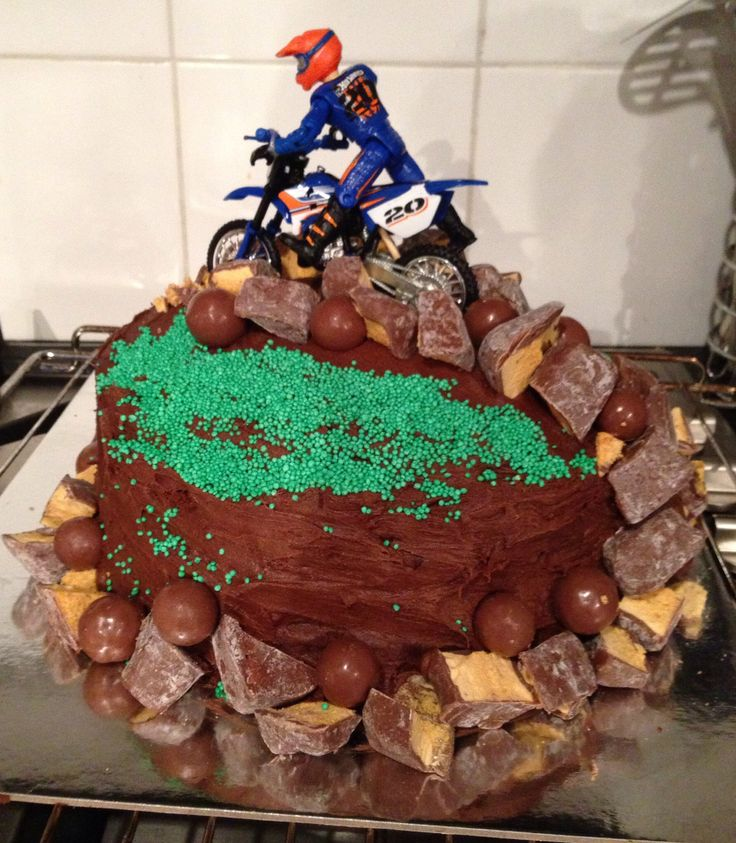 Road Bike Cake Decoration : Best 25+ Motorbike cake ideas on Pinterest Motocross ...