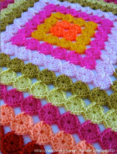 Little crochet circles in one go. No assembling and no weaving in! tutorial with lots of clear pictures and charts. in Russian but tutorial is easy to follow