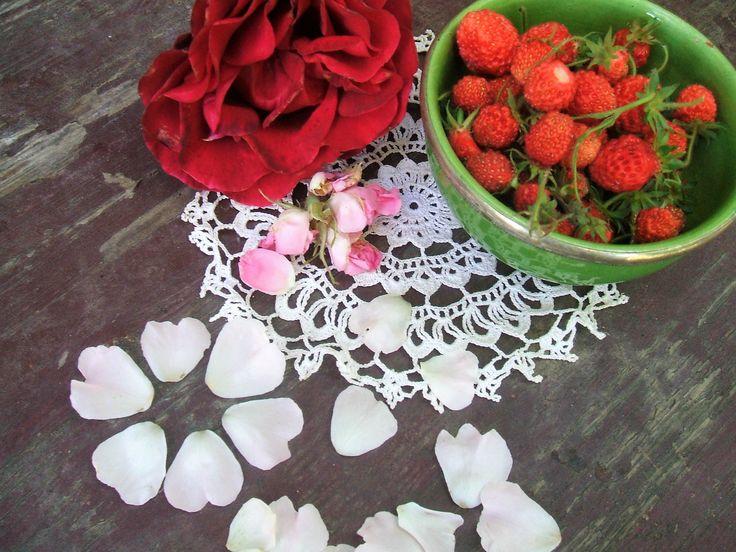 Rózsás szamóca turmix loncvirág mézzel, avagy Istennő ital