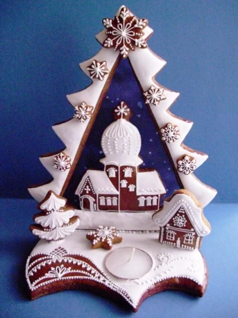Svícen - strom. A beautiful Orthodox church and Christmas tree vignette out of gingerbread and royal icing from Slovakia. A candle base unites the composition.