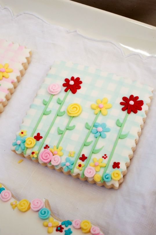 gorgeous gingham/flower cookies