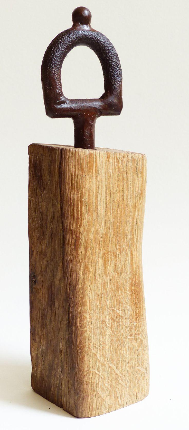Der Körper der Pfeffermühle ist aus Holz und vom