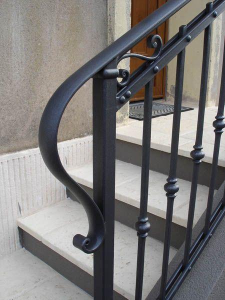 les 25 meilleures id es de la cat gorie garde corps fer forg sur pinterest balustrade fer. Black Bedroom Furniture Sets. Home Design Ideas