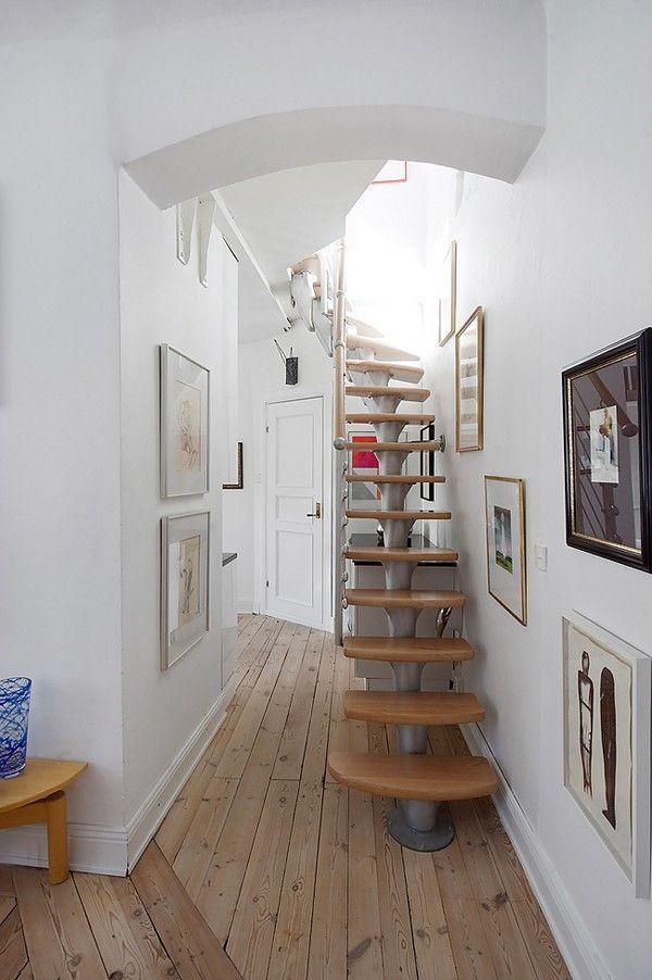 La fraicheur du couloir, les escaliers! J'adore!