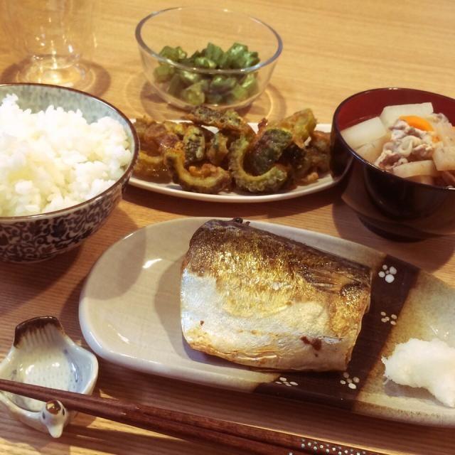 今日の夕食(*´▽`*p♡q  塩鯖 新米  豚汁   ゴーヤ天ぷら 甘辛味 おかかおくら - 7件のもぐもぐ - 新米と塩鯖と豚汁 by sumd