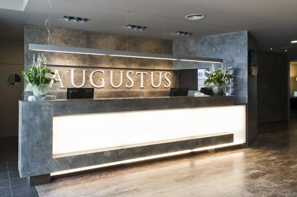 Hotel Augustus - Recepción