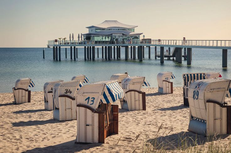 Seit Generationen ist Timmendorf mit dem sechseinhalb Kilometer langen Strand (der längste Schleswig-Holsteins) und 1,3 Millionen Übernachtungen pro Jahr einer der beliebtesten Urlaubsorte Deutschlands – trotz hoher Preise. Und bei all der Beliebtheit hat es der Ort geschafft, ein paar Geheimnisse zu wahren. TRAVELBOOK nennt 17 nicht ganz so bekannte Fakten über Timmendorfer Strand.