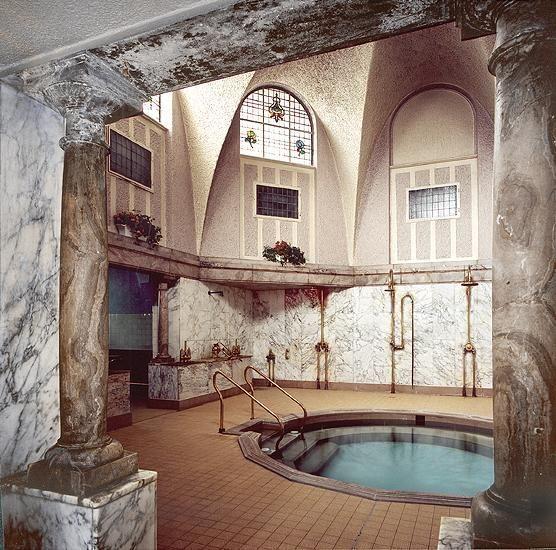 Les 25 meilleures id es concernant thermes romains sur for Salle de bain romaine